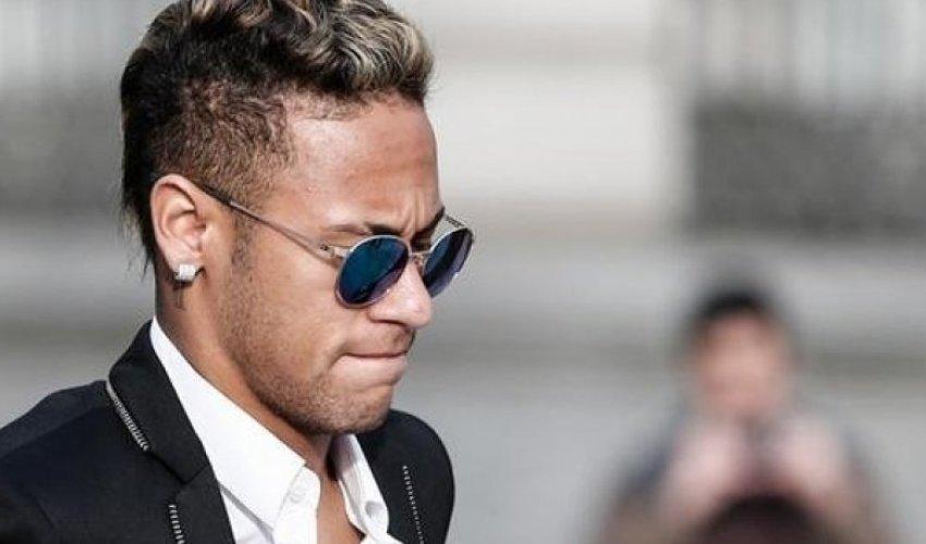 [Em meio a escândalo, bens de Neymar são bloqueados pela Justiça]