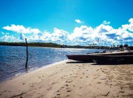 [Veja imagens das praias da Costa de Camaçari]