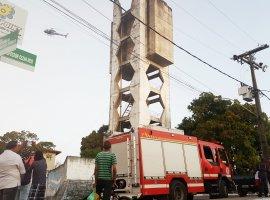 [Helicóptero é utilizado para salvar suicida e dois policiais em Dias Dávila]