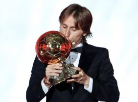 [Vencedor da Bola de Ouro, Modric diz não estar no mesmo patamar de Messi e CR7]