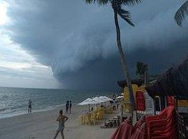 [Chuvas matam 4 e causam estragos na Bahia; 20 cidades declaram emergência]