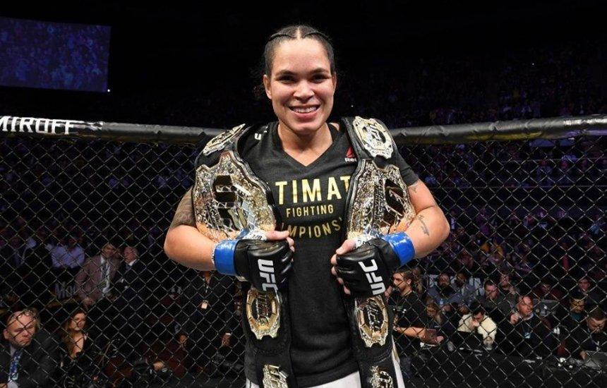 [Baiana Amanda Nunes bate Cyborg e é primeira mulher a ser campeã dupla no UFC]