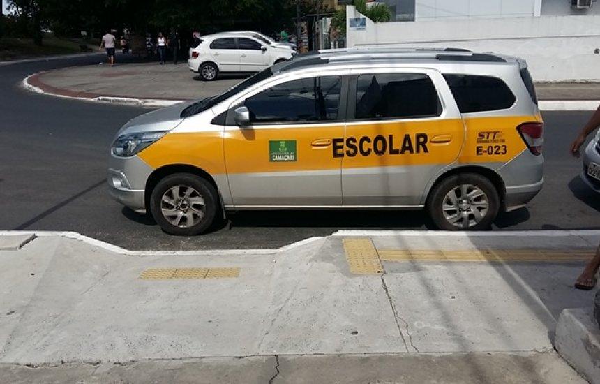 [Leitora denuncia estacionamento irregular nos 46]