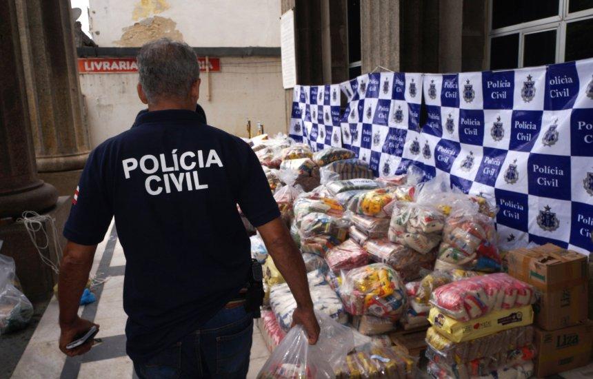 [Polícia Civil doa mais de quatro toneladas de alimentos em campanha]