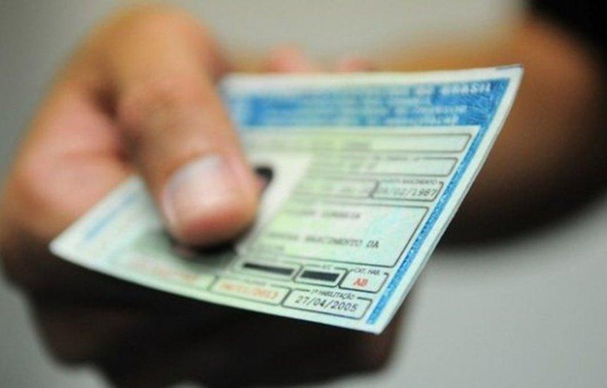 [Bolsonaro sanciona lei que determina cassar CNH de condenados por contrabando]