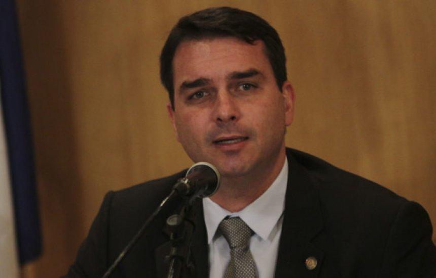 [Relatório do Coaf aponta 48 depósitos suspeitos na conta de Flávio Bolsonaro]