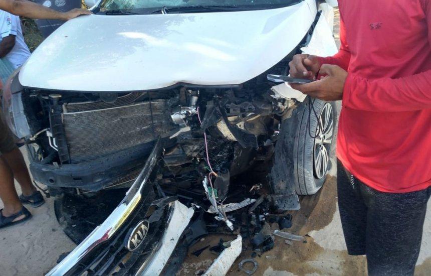 [Acidente entre veículos deixa três mortos e dois feridos]