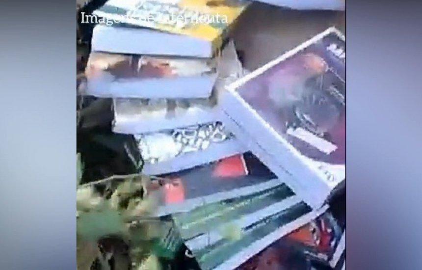 [Nota de esclarecimento da Seduc sobre descarte irregular de livros]