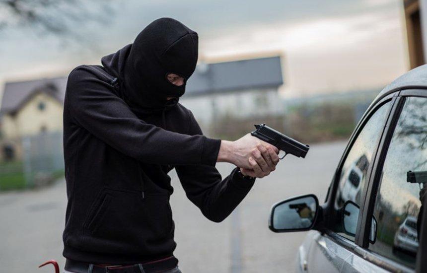 [Veículo é levado por criminosos em Camaçari]