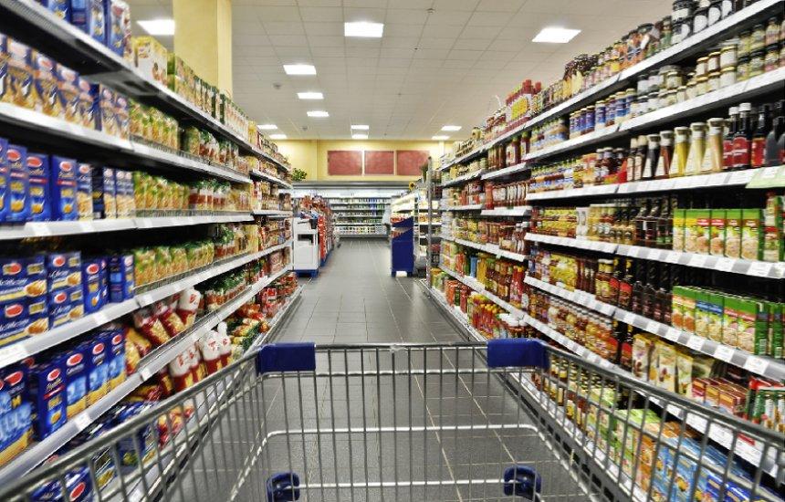 [Rede de supermercado local demite 130 pessoas]