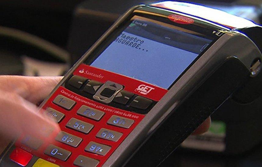 [Clientes com contas de luz vencidas podem parcelar dívida no cartão de crédito]