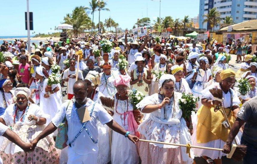 Lavagem de Itapuã reforça sincretismo e tradição profano-religiosa