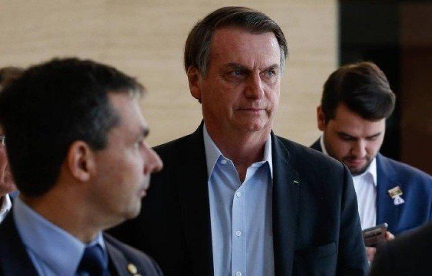 [Bolsonaro diz que Flávio passa por 'esculacho': 'Não vão me pegar']