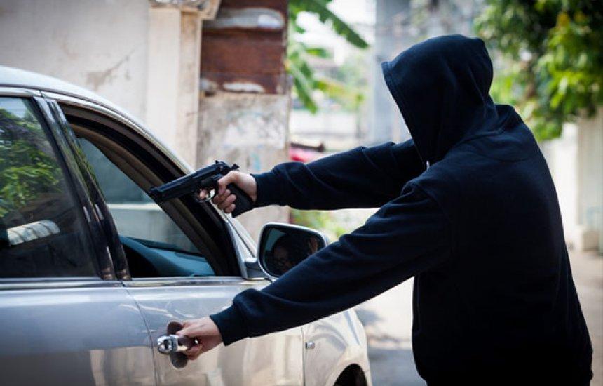 [Criminosos tomam carro de assalto em Camaçari]