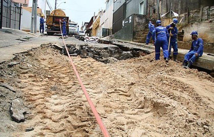 Adutora rompe e afeta fornecimento de água em 23 áreas de Salvador