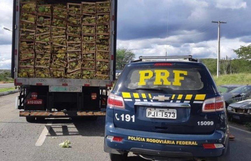 [Caminhoneiro é preso com mais de 275 mil maços de cigarro contrabandeados]