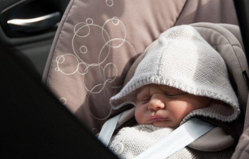 [Pais esquecem recém-nascido no banco de táxi após deixarem a maternidade]