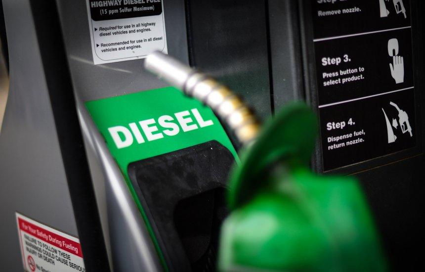 [Petrobras reduz preço da gasolina em 7% e do diesel em 6%]