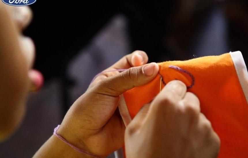 [Ford promove curso de capacitação para costureiras de Camaçari]