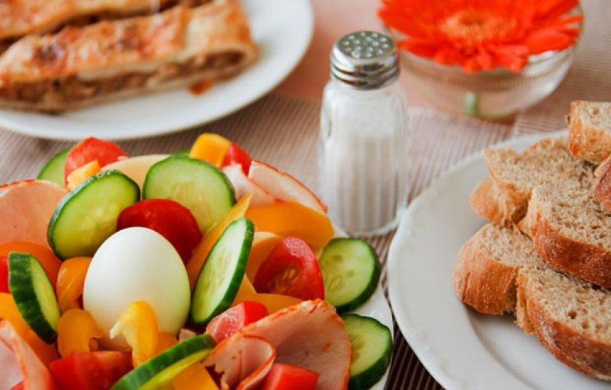 [Nutricionista ensina como ter uma alimentação saudável sem gastar muito]