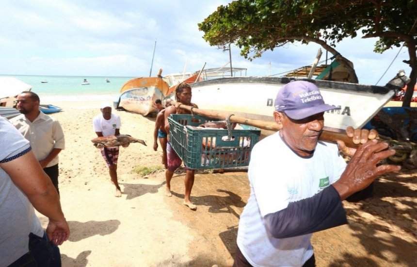 [Prefeitura de Camaçari lança programa de apoio financeiro a pescadores]