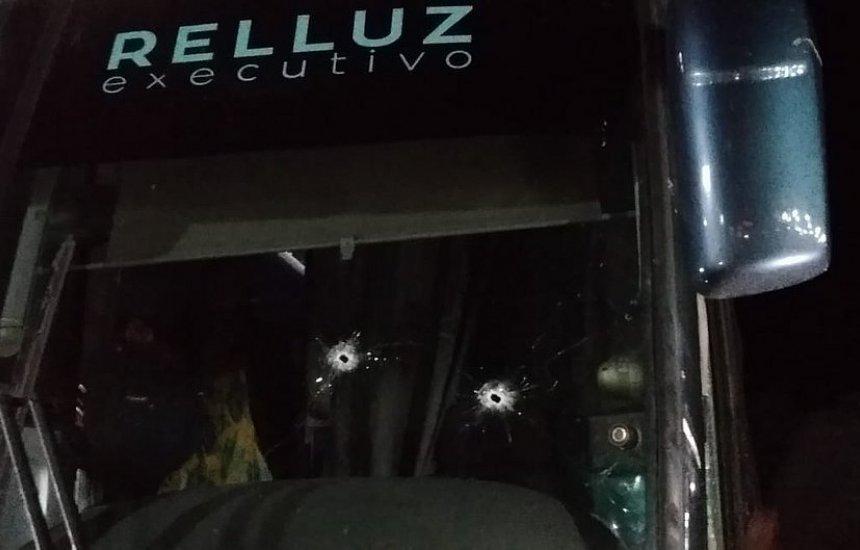[Bandidos atiram em ônibus que voltava de feira literária na Chapada Diamantina]