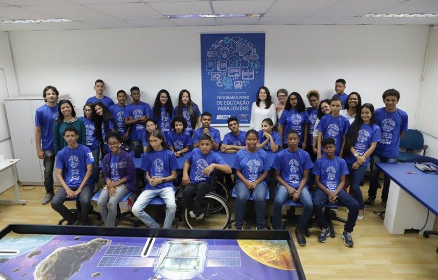 [Alunos do Programa Ford de Educação para Jovens iniciam curso de robótica]