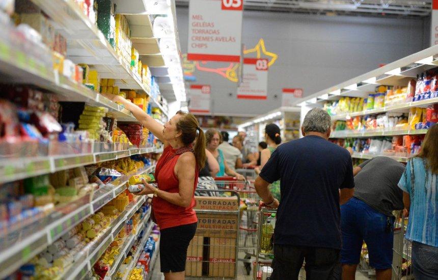 [Custo de cesta de compras de famílias com renda mais baixa cai 0,05%]