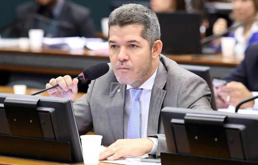[Bolsonaro tentou comprar deputados com cargos, diz Delegado Waldir]