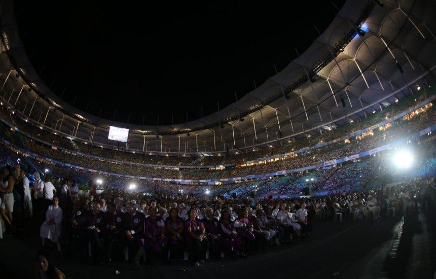 [1ª missa a Santa Dulce dos Pobres no Brasil leva milhares de fiéis à Arena Fonte Nova]