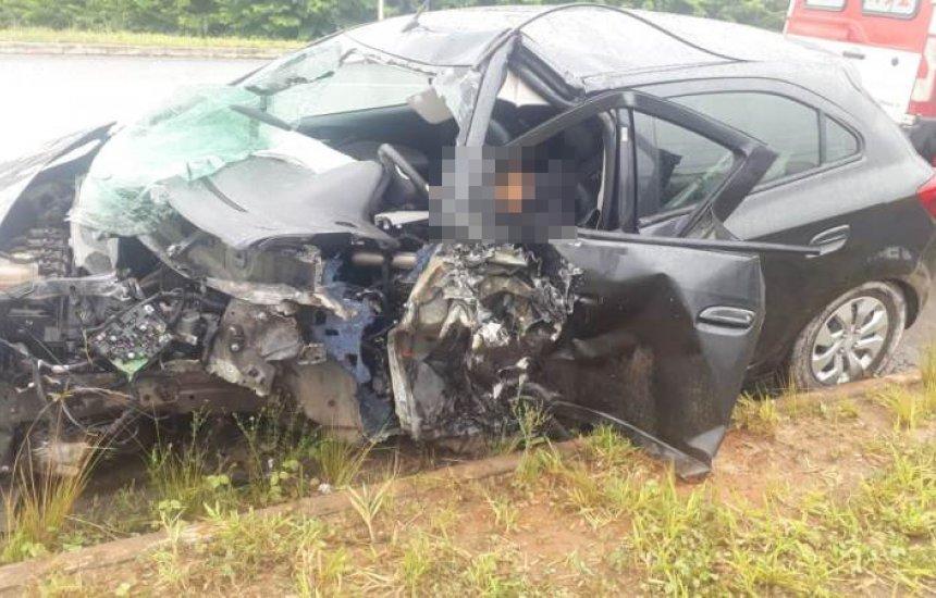 Colisão entre dois veículos deixa um morto e outro ferido em Camaçari