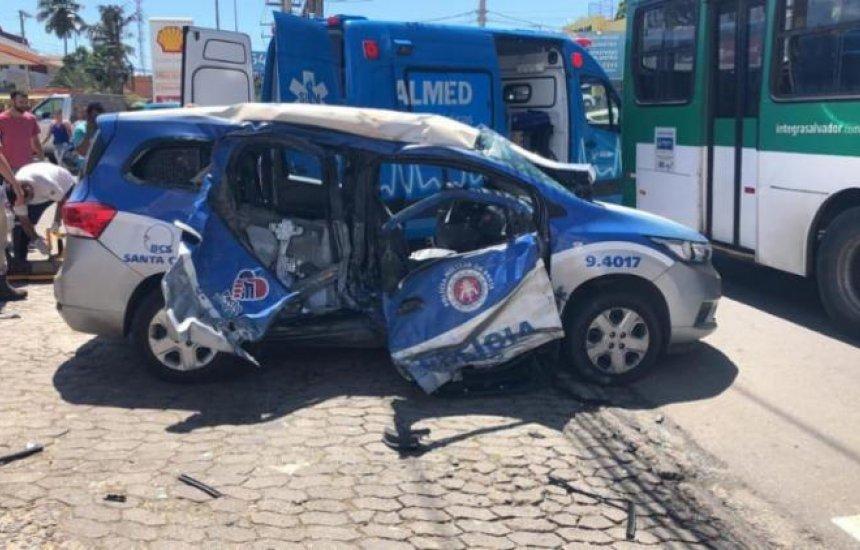 [Policiais ficam feridos após viatura colidir com ônibus]