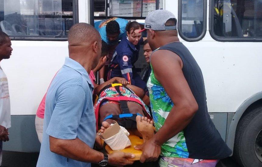 [Passageiros ficam feridos após ônibus passar com velocidade por quebra-molas]