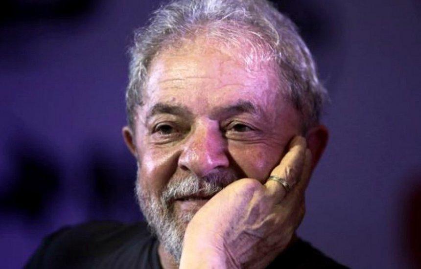 [Advogado chega à PF e se reúne com Lula para definir pedido de soltura]