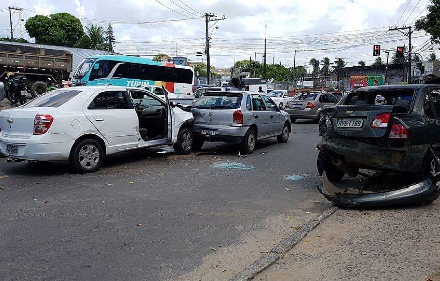 [Motorista de aplicativo é morto e dois suspeitos são baleados em assalto]