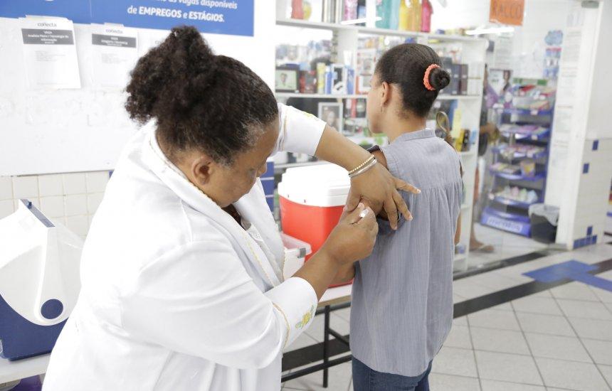 [Lauro de Freitas disponibiliza vacina contra sarampo para jovens em 19 postos]