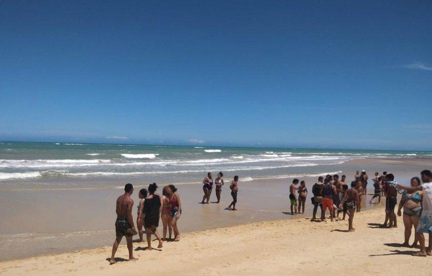 [Turista paulista morre após se afogar em praia de Trancoso]