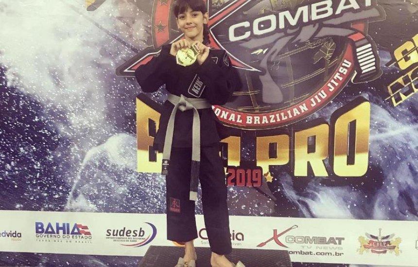 [Conheça Maria Eduarda Ferreira, atleta de Camaçari e Campeã Mundial de Jiu-Jitsu]