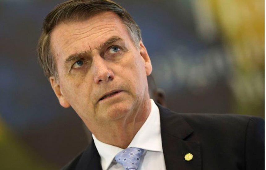 [Bolsonaro tem alta após passar a noite em hospital por causa de tombo no banheiro]