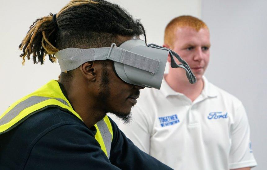 [Ford usa realidade virtual para promover empatia entre ciclistas e aumentar segurança]