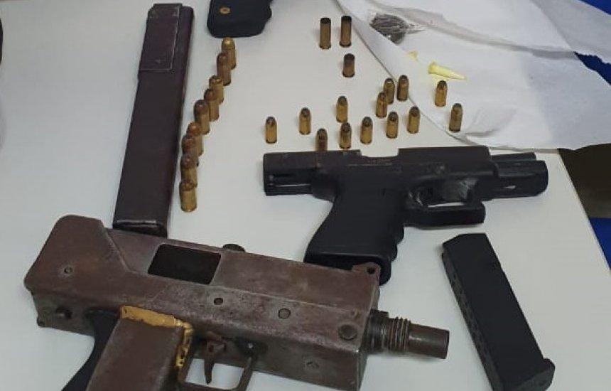 [Submetralhadora, espingarda e mais duas armas são apreendidas pela Polícia Militar]