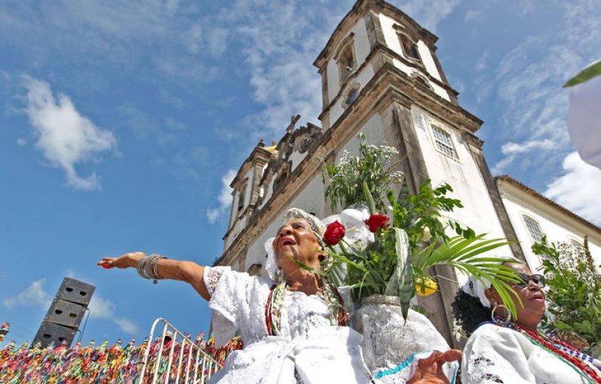 [Lavagem do Bonfim encanta turistas que visitam Salvador]