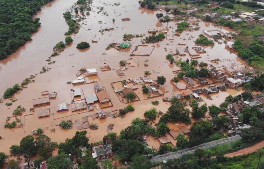 [Chuvas deixam 101 cidades em situação de emergência em MG]
