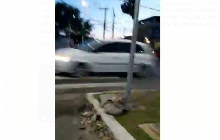 [Leitora mostra dificuldade para trafegar pela Jorge Amado após quebra de semáforo]