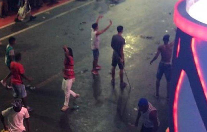 Confusão generalizada e sinais de facções criminosas assustam foliões na Barra