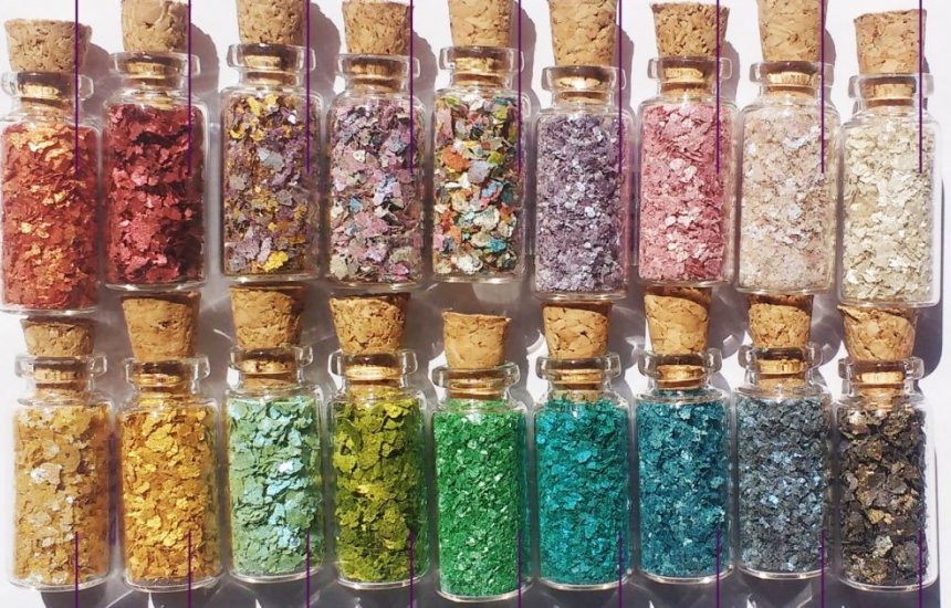 [Glitters alternativos aos convencionais de plástico podem não ser biodegradáveis]
