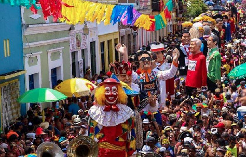 Foliões são atacados com agulhas durante carnaval