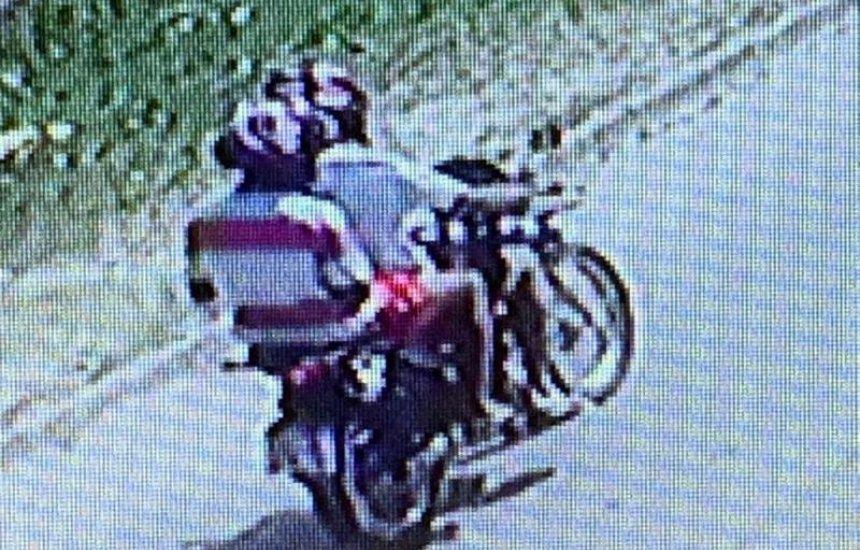 [Bandidos em moto preta praticam assaltos em Camaçari]