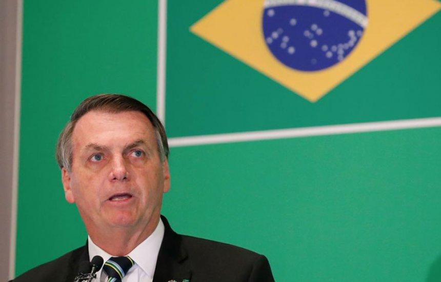 [Bolsonaro diz que crise do vírus 'não é isso tudo' que a mídia propaga]