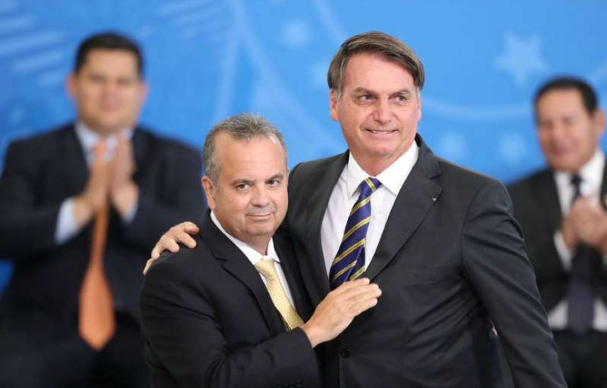 [Bolsonaro faz nova ofensiva no Nordeste e Eduardo busca candidatura de direita]